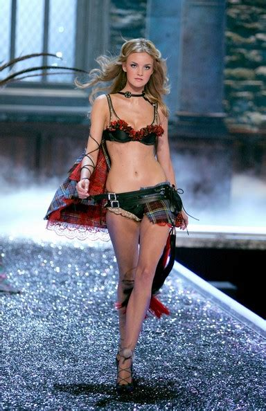 Elvis Presleys Granddaughter Joins Victorias Secret Fashion Show by Would You Smang It Elvis S Grand Pic