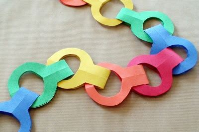 How To Make Paper Chains Without Glue - 25 best ideas about paper chains on door