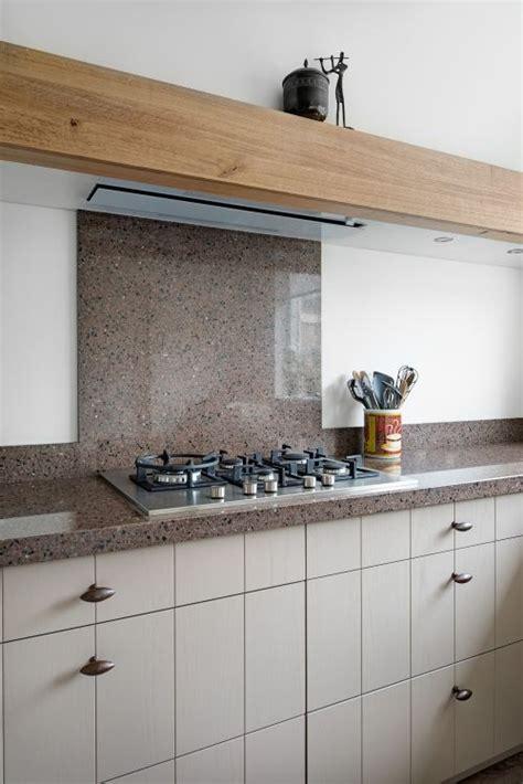 landelijke keuken elephant vri interieur landelijke keuken in lichtgrijs met houten