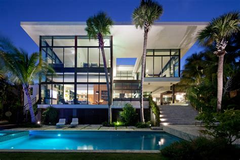 Traditional Street Facade Hides Modernist Home on Miami