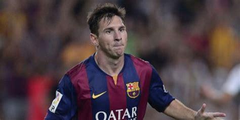 Kaos Foto Lionel Messi Hitam buat brace messi tunggangi kucing hitam bola net