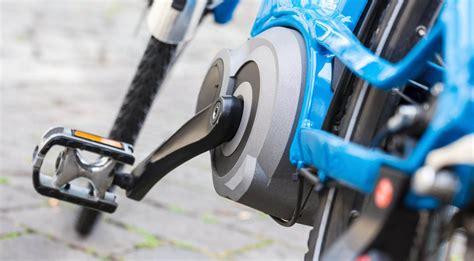 E Bike Helm Deutschland by E Bikes Wann Braucht Man Helm Und Kennzeichen Allianz