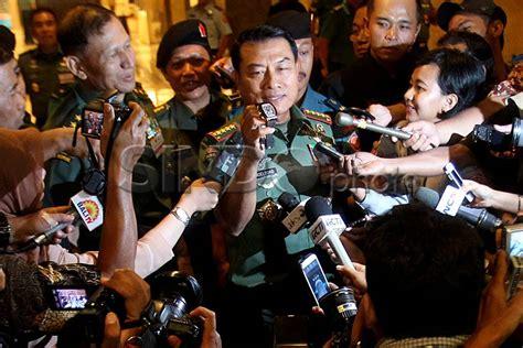 Jam Tangan Panglima Tni Jenderal Moeldoko foto panglima tni tunjukkan jam tangannya
