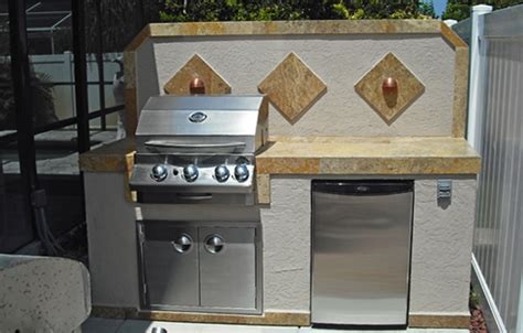 outdoor kitchen backsplash basic outdoor kitchen with a decorative backsplash