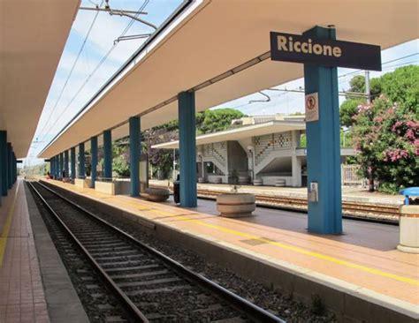 tassa soggiorno rimini riccione a chi arriva in treno pista ghiaccio e tassa