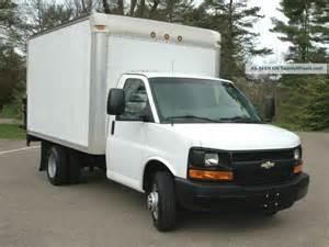 Chevrolet Box Truck 2008 Chevrolet Cutaway 12 Box Truck Lift