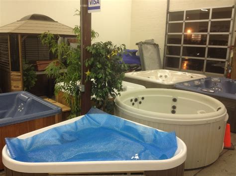 stores that sell bathtubs how and where to spot places with the best hot tub prices