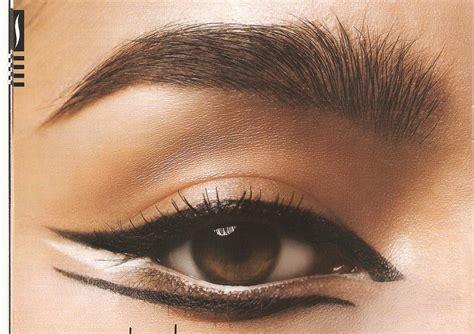 cat eye cat for fall using an eyeshadow stencil
