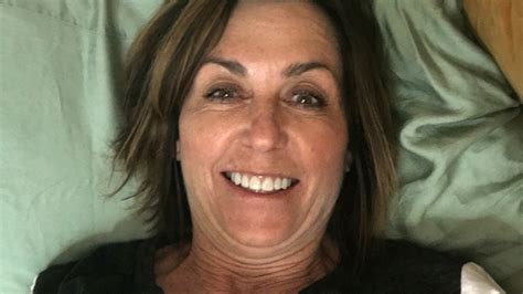 mom son bed mom surprises daughter at college but takes selfie