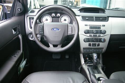 ford focus 2008 interior the poor car reviewer 2008 2011 ford focus se and ses