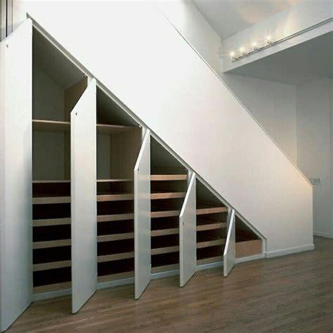 kleiderschrank unter treppe die besten 17 ideen zu schrank unter der treppe auf