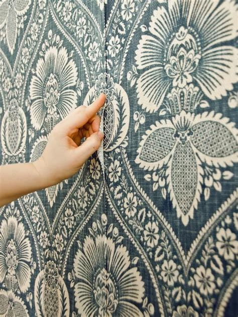 factors to consider when choosing the right wallpaper