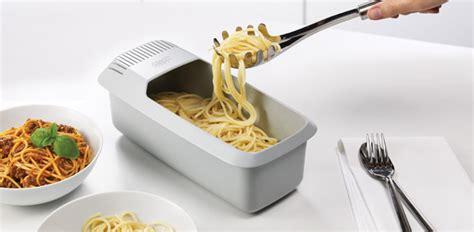 cucina al microonde microonde il kit per cucinare anche pasta uova e riso