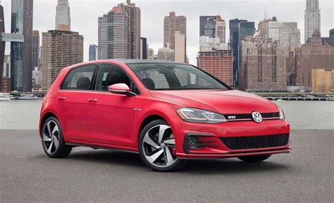 Volkswagen R Gti by 2018 Volkswagen Golf Gti And Golf R Photos And Info