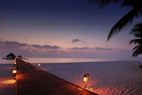 fondo pantalla bonita noche mar muelle de madera con luces encendidas 80077