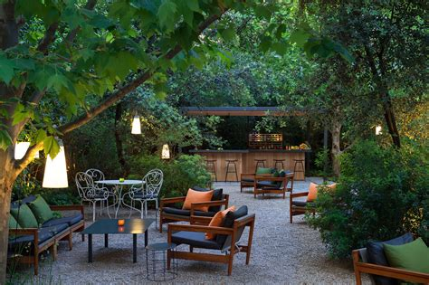 jardin hostels restaurante en la terraza hotel alma de barcelona