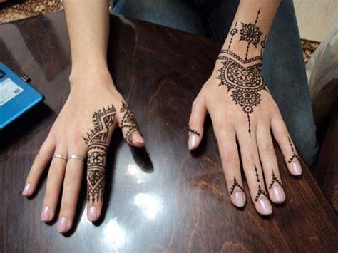 henna tattoo lemon juice she mixed henna with lemon juice and applied to the skin