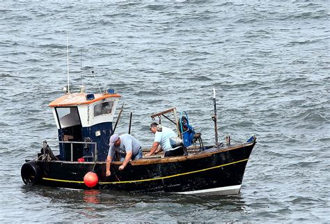 small boat licence uk file small scarborough fishing boat jpg wikimedia commons