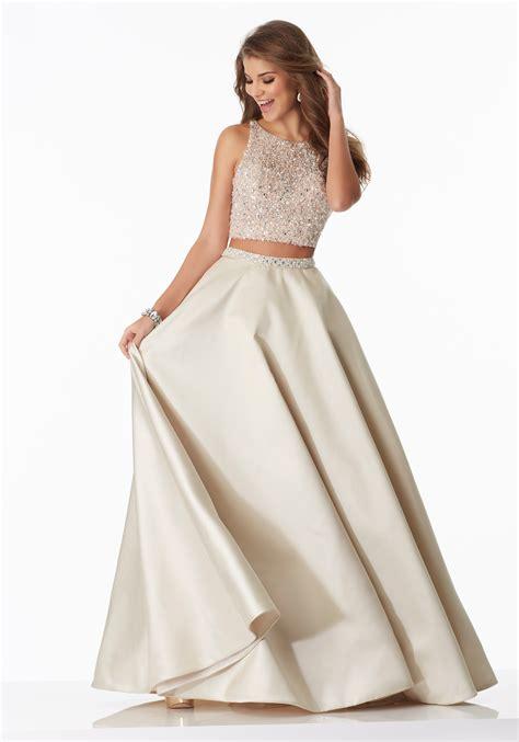 piece prom dress    satin skirt style