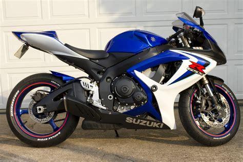 blue motorbike suzuki gsxr 600 k6 blue and white excellent condition