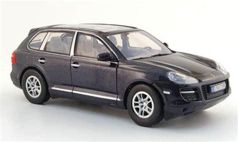 Glasdach Auto by Porsche Cayenne Schwarz Mit Glasdach Motormax Modellauto 1