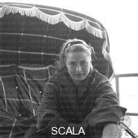 seduta sul scala archives collection ingrid bergman