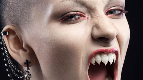 how to sharp turn teeth into sharp fangs in photoshop