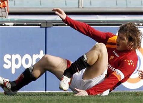 imagenes impactantes futbol las lesiones m 225 s impactantes de la historia del f 250 tbol
