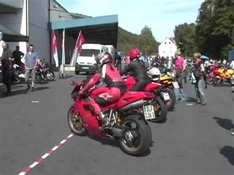 Youtube Motorradrennen Kinder by Frau Auf Moped Youtube