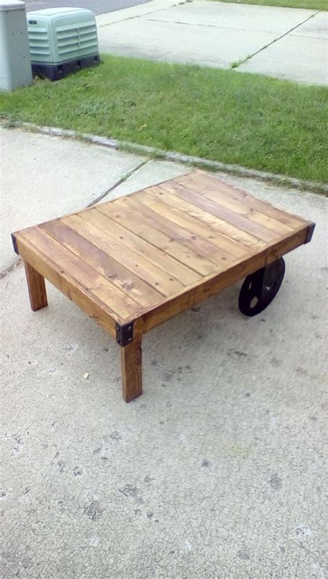Pallets Coffee Table With Wheels Pallet Ideas Recycled