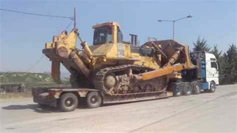 huge komatsu  dozer loading  transporting youtube