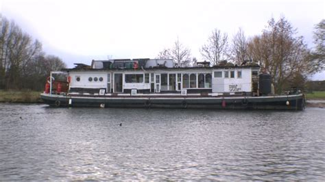 airbnb houseboats airbnb listed thames houseboat like bonfire waiting for a