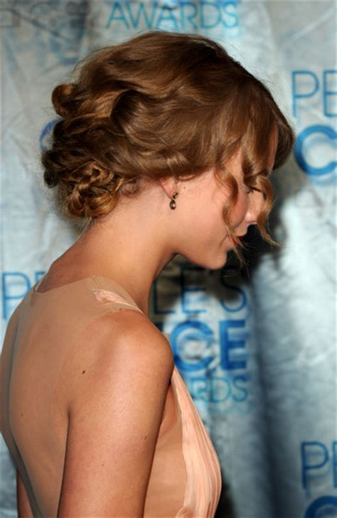 taylor swift updo back view taylor swift pictures 2011 people s choice awards