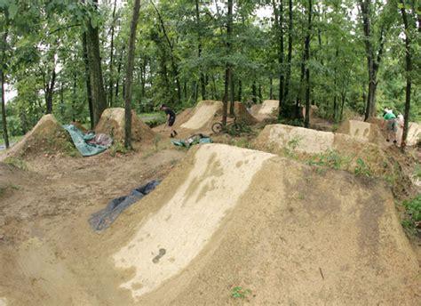 bmx dirt jumps backyard bmx 171 the fix bikes blog