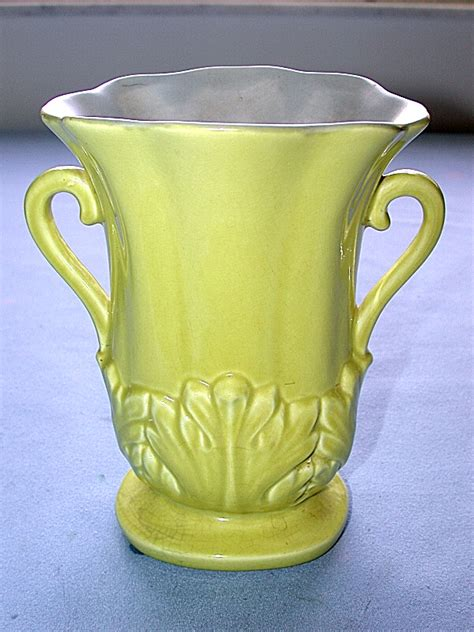 Wing Usa Vase by Beautiful Vintage Yellow Wing Usa Vase 1357 With Gray Inside Ebay