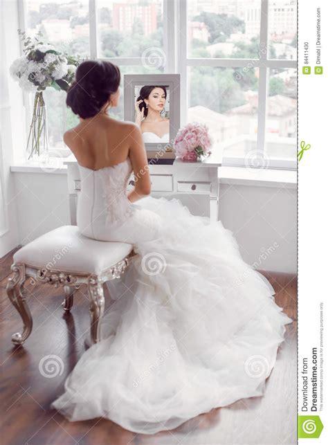 Preparazione Sposa Casa by Giovane Preparazione Della Sposa A Casa Fotografia