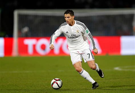 skill football tutorial 2015 video cristiano ronaldo shows off his skills with