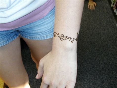 very simple tattoo designs simple henna wrist design henna