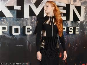 couch turner game of thrones sophie turner describes moment when sansa stark reunited