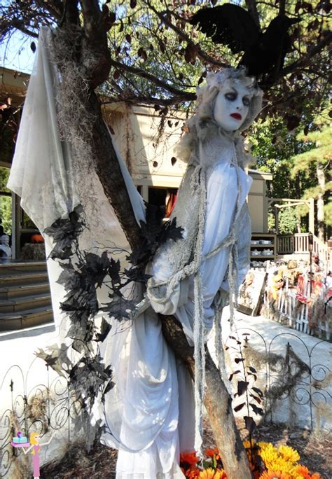 Woman ghost tree halloween decor