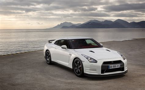 white nissan gtr wallpaper white gtr wallpaper 6125 1680 x 1050 wallpaperlayer com
