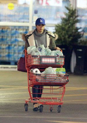 meghan markle out shopping in toronto 12 11 2016 hawtcelebs meghan markle shopping in toronto