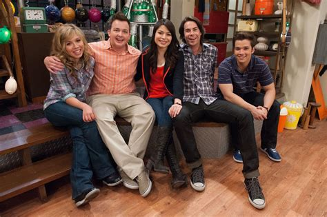 cast of the room nickalive nickelodeon s groundbreaking hit comedy quot icarly quot concludes its five season run with