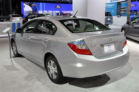 Compare Honda Civic Hybrid And Toyota Prius 2012 Honda Civic Hybrid No Match For Aging Toyota Prius In