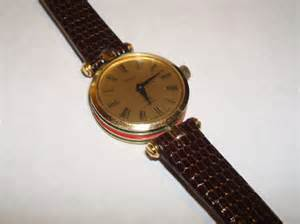 Vintage 1980s red and green womens gucci watch with by jimrabun