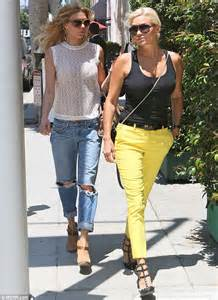 what brand are yolanda fosters white pants brandi glanville and yolanda foster film real housewives