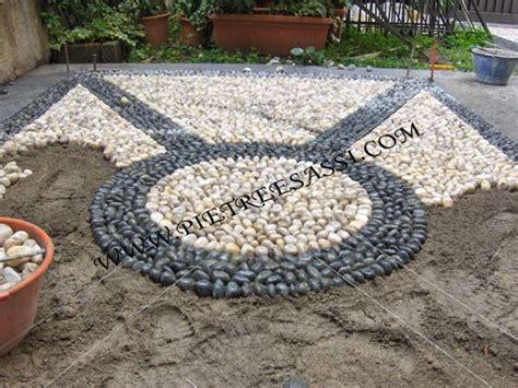 giardino sassi bianchi ciottoli pietreesassi