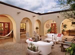 Spanish Style Homes With Interior Courtyards I Heart Courtyards Under The Sun Pinterest