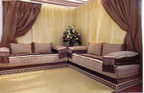salon marocain moderne noir et rouge