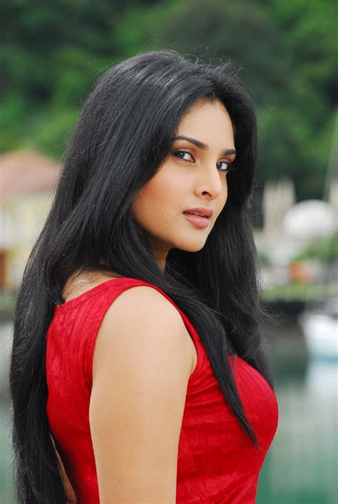 divya spandana actress biography divya spandana actress divya spandana hot in kichalatest telugu